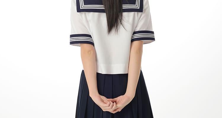 制服姿の女の子