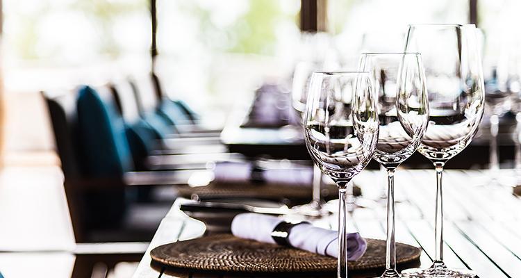 静かなレストランのイメージ