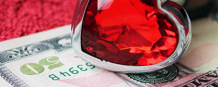 赤い宝石と50ドル紙幣